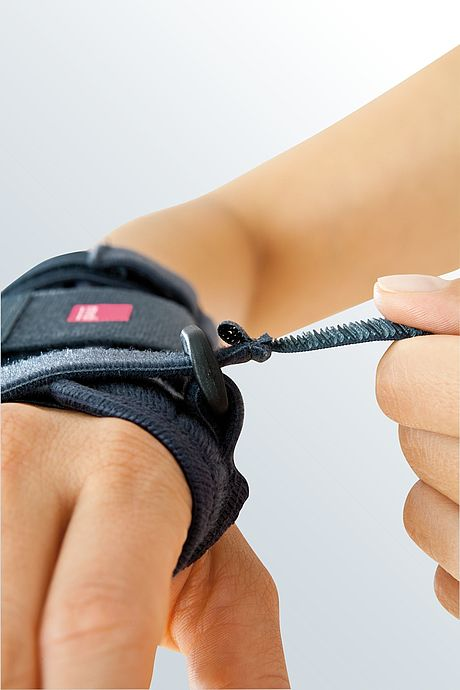 Manumed wrist support from medi